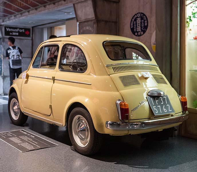 フィアットNUOVA500(チンクエチェント) 1962年式の左サイドリアビュー
