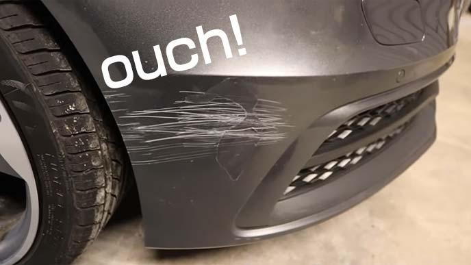 フロントバンパーの擦り傷