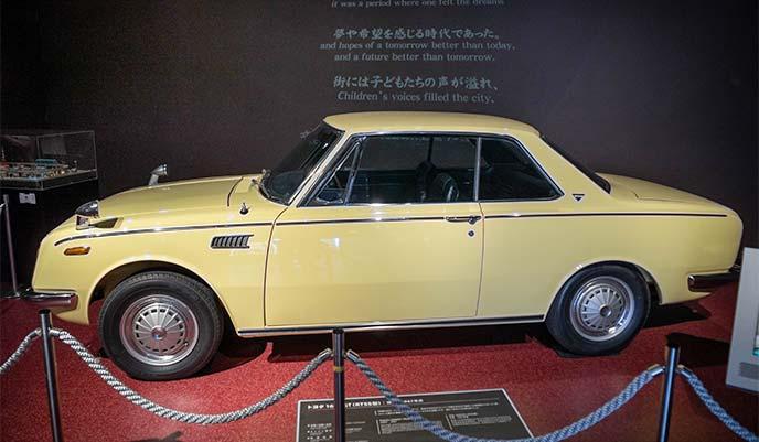 トヨタ 1600GT RT55型 1967年式のサイドビュー