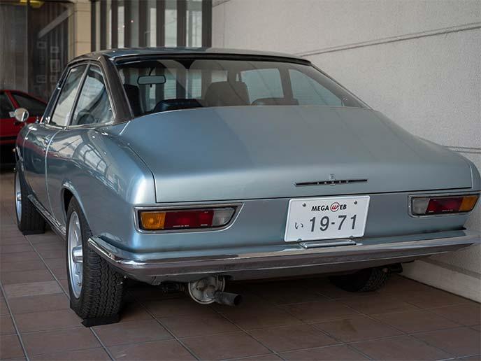 いすゞ 117クーペ PA90型 1970年式のリアビュー