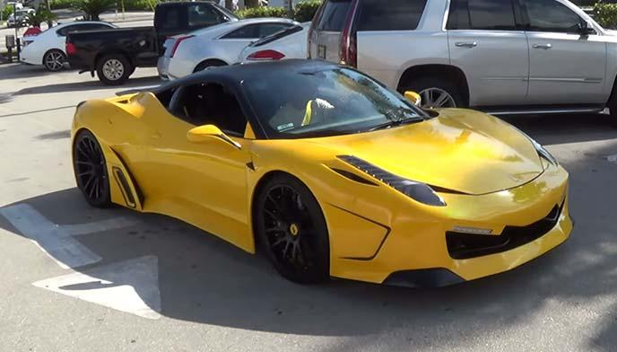 黄色のフェラーリ458イタリア