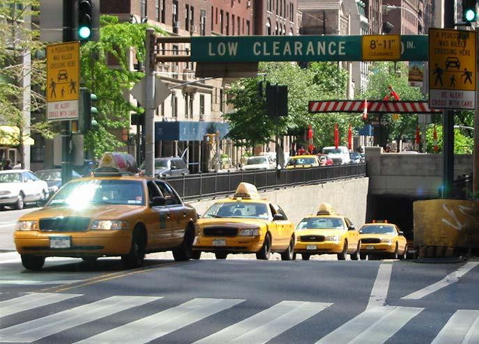 ニューヨークの街を走るクラウンビクトリア
