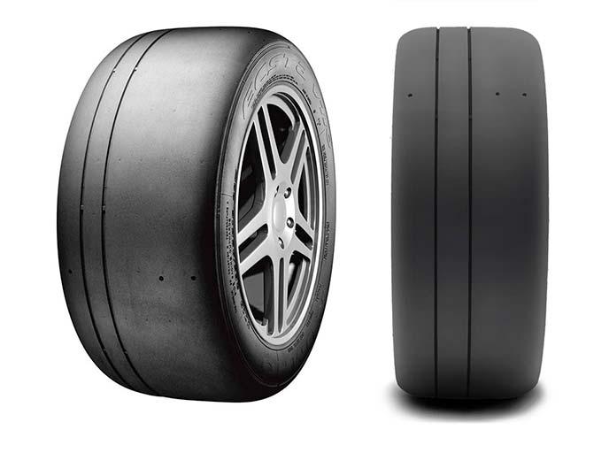 エクスタV710のまるでスリックタイヤのようなトレッドの強力な縦グリップによりサーキットで優れた性能を発揮