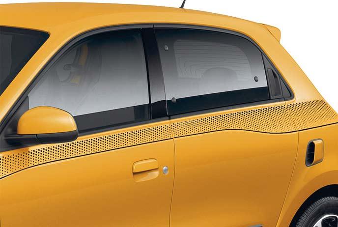 窓下部にレイアウトされているサイドストライプはドットに変更