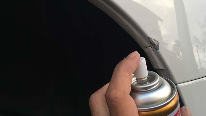 シリコンリムーバーで車を洗浄