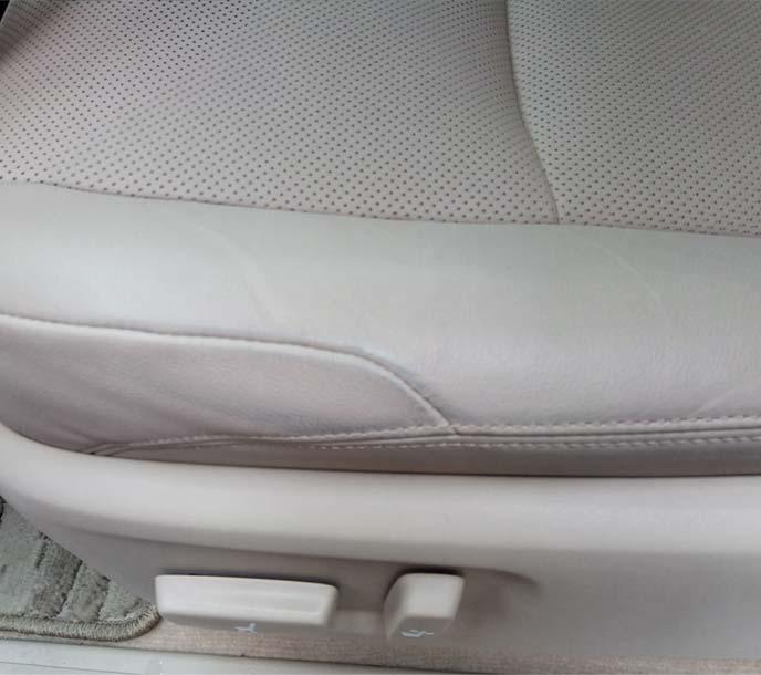 助手席シートのジーンズ汚れのアップ