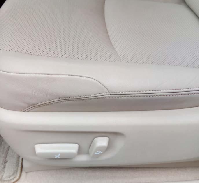メラミンスポンジでジーンズ汚れが落ちた助手席のシート