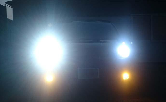LEDヘッドライトとハロゲンフォグランプ