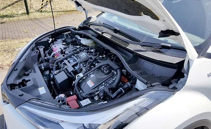 C-HRのエンジンルーム