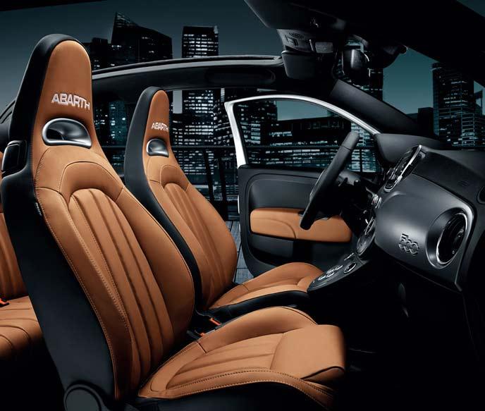 アバルト595C TURISMOの内装