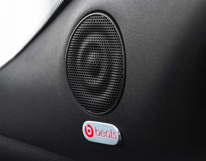 Beats Audio プレミアムサウンドシステムは500 120th Tuxedoにのみ装備される