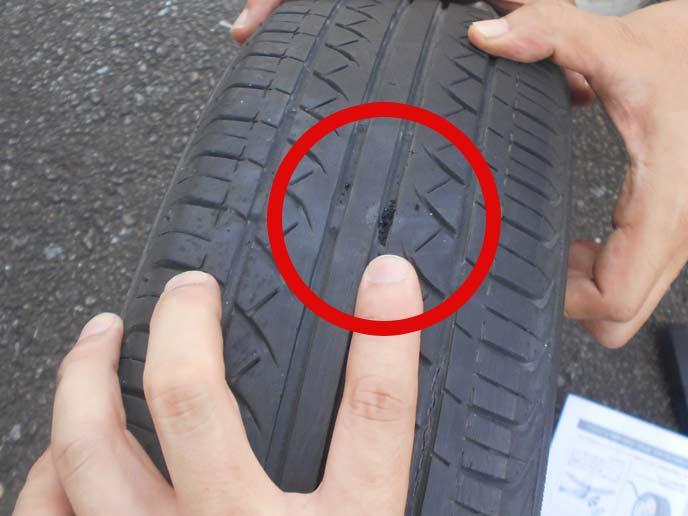 タイヤに形成された穴の状態