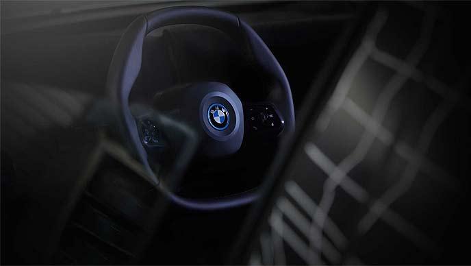 BMW iNEXTは新開発となる「ポリゴナル・ステアリングホイール」を搭載