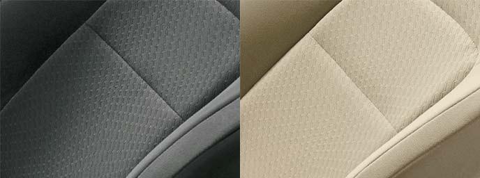 ランクルAXに用意されるシート表皮