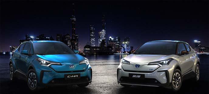 上海国際モーターショー2019で発表されたイゾアEV(右)