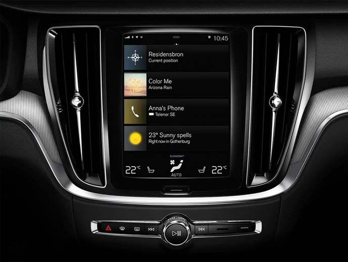 新型S60に搭載されるタッチスクリーン式センターディスプレイ
