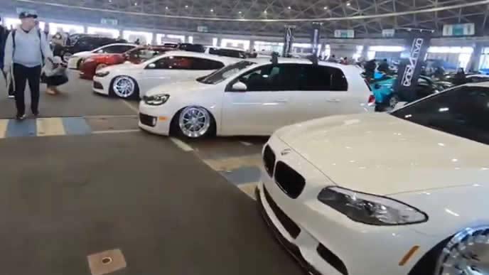 カスタマイズカーを多数展示するナゴヤオートトレンドの様子