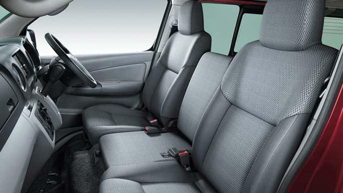 NV350キャラバンのバンVX(2WD・ガソリン)のシート