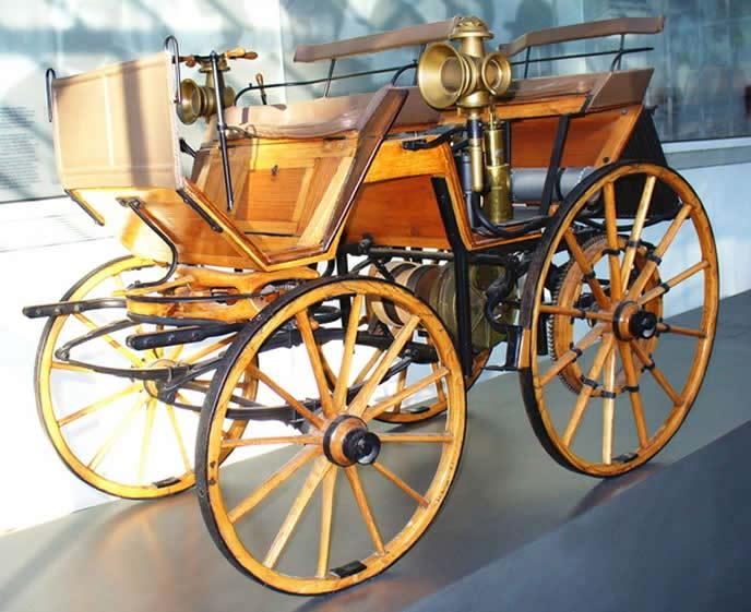 ダイムラーの自動四輪車