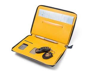 おすすめの車検証入れGRAMAS PERCH 車検証用レザーケース